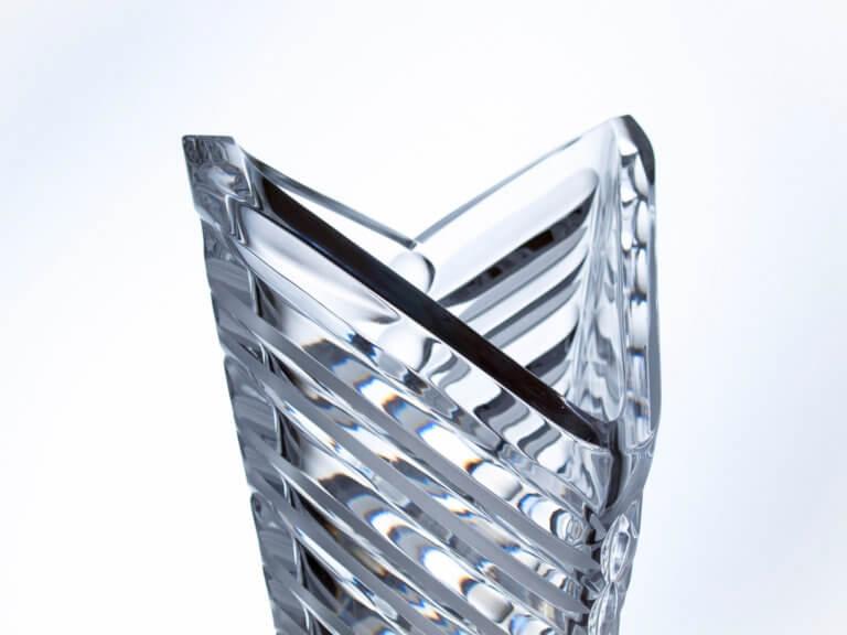 Ručně vyrobená křišťálová trojhranná váza - Arrow, 40 cm